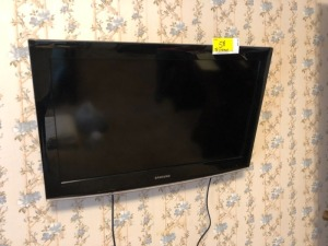 Samsung TV approx 37 Inch & Wall mount