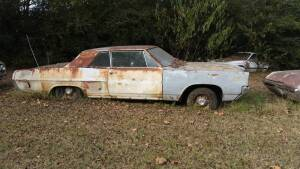 1964 Pontiac Catalina/Grand Prix ( Pick-up at 320 South Rose, Bigelow, Arkansas), no loader on site, you will be responsible for loading