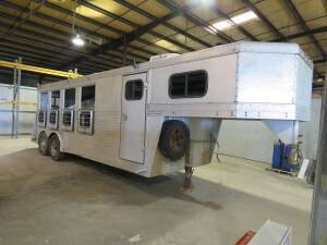 1993 - 4 Horse Rear Tack Gooseneck Trailer (very good condition) with  sleeping/dressing room and air conditioning.( Approx 28' from front to back)