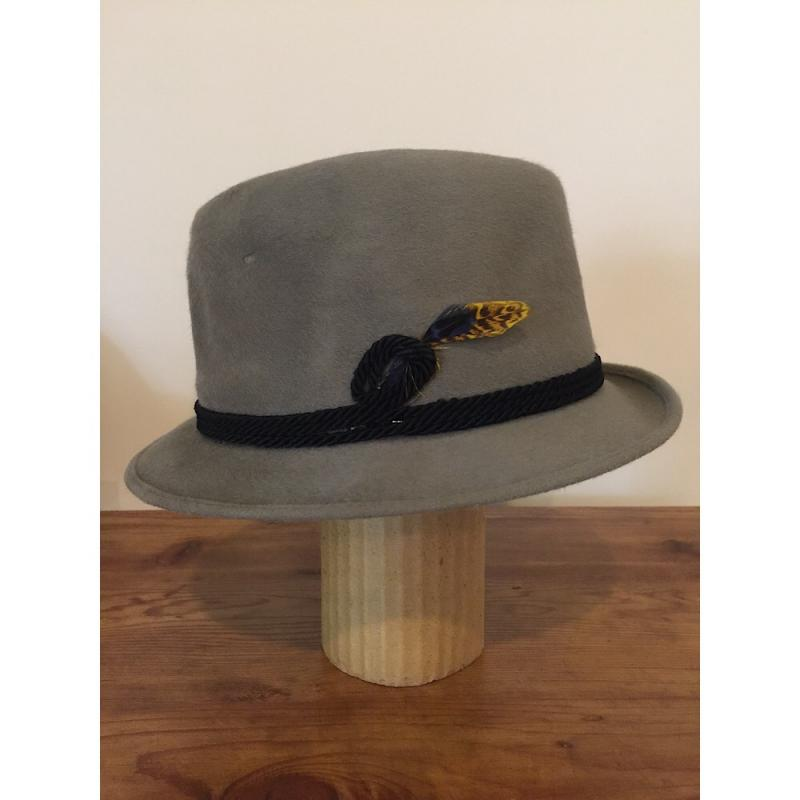 f3c27728a8a Lot 109 of 200  Vintage Resistol Self-Conforming Fedora w Cord   Feather  Accents- Size 7 1 8